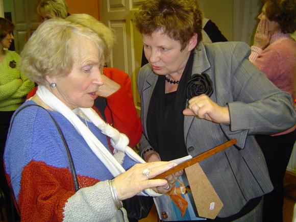 Nuo sausio 1 d. K. Šveikauskienė (dešinėje) palieka Savivaldybę. (O. Lidžiaus nuotr.)