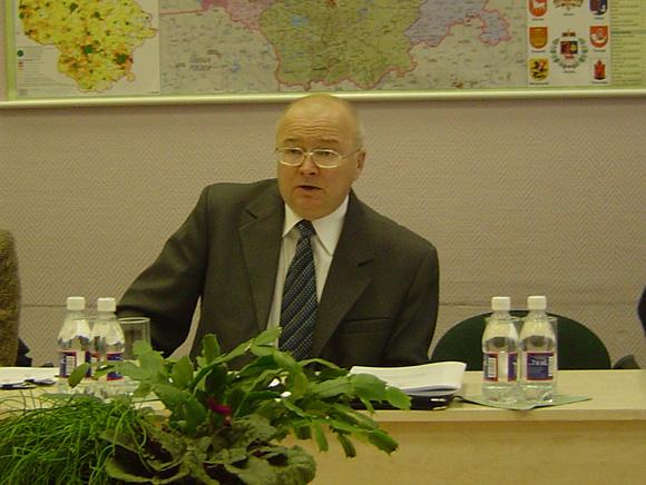 Z. Vaigausko vadovaujama VRK leido iniciatyvinei grupei rinkti parašus referendumui rengti. (O. Lidžiaus nuotr.)