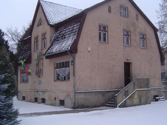Vaikų meno mokyklos dailės skyrių perkėlus į kitas patalpas, šis pastatas Liepų g - je bus privatizuotas. (L. Mockaus nuotr.)