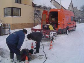 Avarinė tarnyba šildo vandentiekio atšaką Darbininkų kvartale.