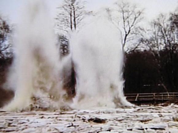 Ledų sprogdinimas Lėvens upėje. (LTV stopkadras)