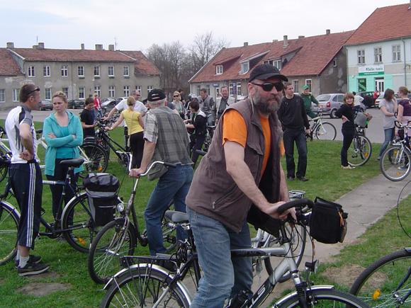 Dviratininkų akcija Šilutėje padėjo atskleisti saugaus eismo trūkumų. Nuotraukoje vienas iš akcijos organizatorių E. Vidrinskas. (O. Lidžiaus nuotr.)