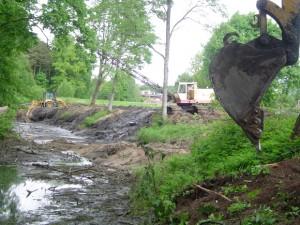 Pernai vasarą prie Šyšos upės senvagės buvo iškirsta daug medžių tik todėl, kad trukdė ekskavatoriams dirbti. (silutesetazinios.lt archyvo nuotr.)