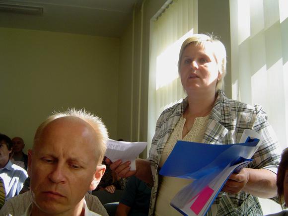 Rusnės žemdirbių rezoliuciją perskaitė ūkininkė S. Radvinskienė. (Oresto Lidžiaus nuotr.)