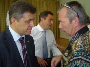 Seimo nariai V. Valkiūnas (iš kairės) ir P. Gražulis