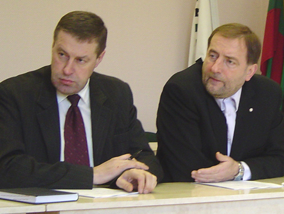 V. Pozingis (kairėje) su Š. Laužiku nesiruošia niekam užleisti savo pareigų.