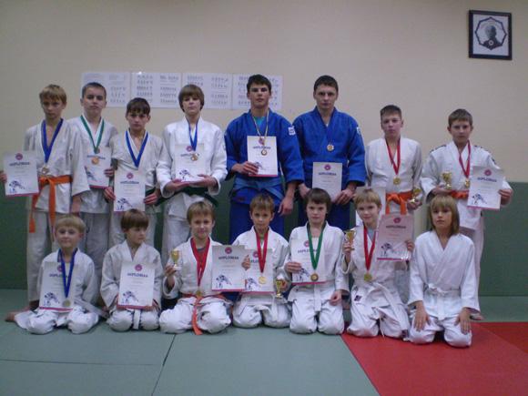 Šie vaikinai parvežė į Šilutę 15 medalių. (Rimvydo Lukošiaus nuotr.)
