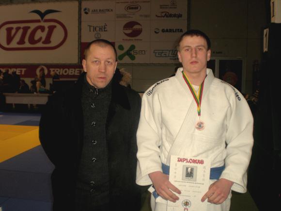 A. Kudrešovas (dešinėje) su treneriu R. Lukošium.