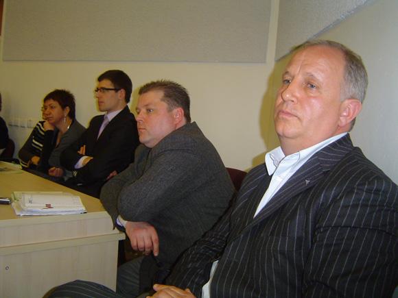 D. Pundžius (antras iš dešinės) papildė S. Stankevičiaus (dešinėje) vadovaujamų Šilutės 'darbiečių' gretas. (Oresto Lidžiaus nuotr.)