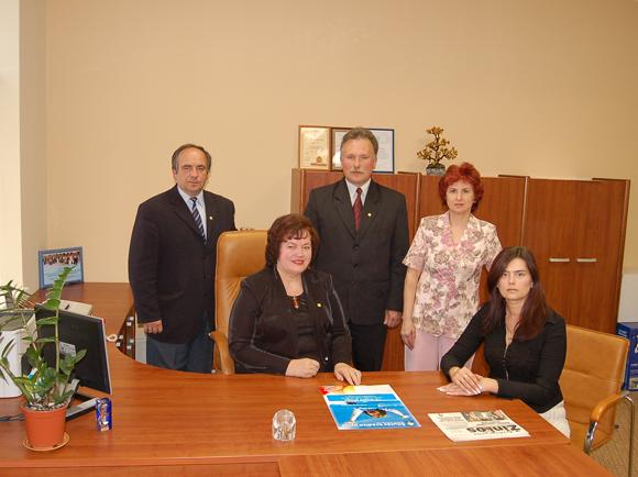 Šilutės kredito unijos valdyba: (iš kairės, pirmoje eilėje) pirmininkė G. Kimbrienė, pavaduotoja D. Bernotienė, (antroje eilėje) S. Grinčinaitis, A. Elijošius, J. Bandzienė.