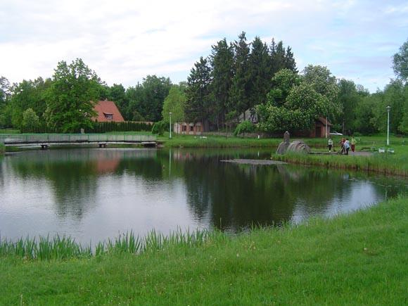 Iš parko tvenkinio trykštančių vandens srovių per šią miesto šventę neišvysime. (Liudo Mockaus nuotr.)