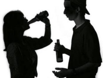 Anoniminė apklausa: per 13 proc. 11 - 15 metų vaikų prisipažino, kad svaigalais piktnaudžiauja kelis kartus per savaitę.