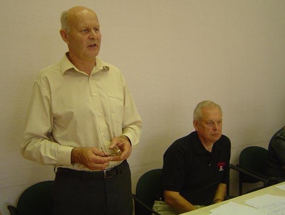E. Cipariui (kairėje) paskirta baudžiamojo poveikio priemonė – 376 eurų įmoka į nukentėjusių asmenų nuo nusikaltimų asmenų fondą. (www.silutesetazinios.lt archyvo nuotr.)