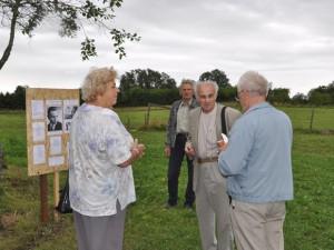 N. Zubienė ir S. Mėlinauskas (antras iš dešinės) pasidalijo prisiminimais apie V. Nausėdo gyvenimą ir kūrybą. (J. Purlio nuotr.)