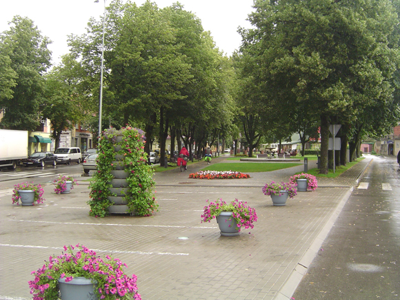 Tilžės gatvės skveras - viena iš miesto viešųjų erdvių, kur siūloma iš viso uždrausti rūkyti. (silutesetazinios.lt archyvo nuotr.)