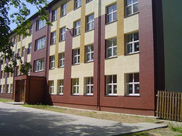 UAB 'Žibai' vadovo teigimu, už buvusios Verdainės mokyklos pastato (nuotraukoje) remonto darbus Savivaldybė jo įmonei vis dar skolinga apie 1,8 mln. litų. (silutesetazinios.lt archyvo nuotr.)