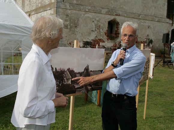Fotografijų paroda apie Šereitlaukį šio kaimo bendruomenei buvo pristatyta per baigiamąją projekto sueigą. (Sigito Stonio nuotr.)