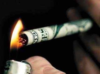Cigarečių pakelis vidutiniškai gali pabrangti apie 30 centų.