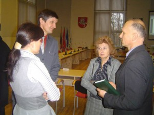 Iš kairės: I. Vasiljevienė, J. Jaunius, J. Bandzienė ir A. Bielskis, regis, suprato, ko iš savivaldybės nori STT. (Oresto Lidžiaus nuotr.)