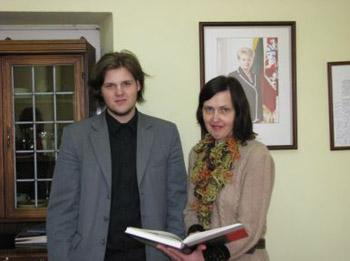 Ž. Žymančius su mokytoja V. Galinskiene. (Šilutės pirmosios gimnazijos nuotr.)