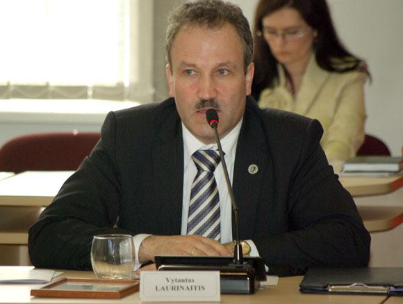 V. Laurinaitis tvirtina, kad klaidingai suprato Tarybai svarstyti pateiktą sprendimo projektą. (Edvardo Jurjono nuotr.)