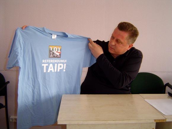 A. Jakas šiuos marškinėlius jau gali dėti į stalčių - referendumo dėl Seimo atgimimo nebus. (silutesetazinios.lt archyvo nuotr.)