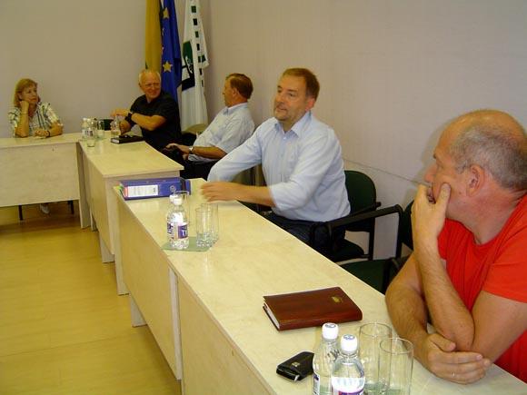 Komiteto posėdis sužlugo, nesusirinkus minimaliam septynių narių kvorumui. (Oresto Lidžiaus nuotr.)