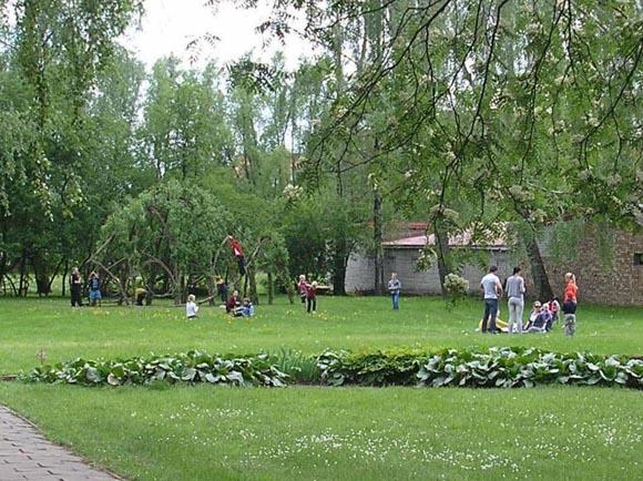 Šilutės gražinimo draugija siūlo toliau tvarkyti Lietuvininkų gatvės skverą. (Egidijaus Vidrinsko nuotr.)