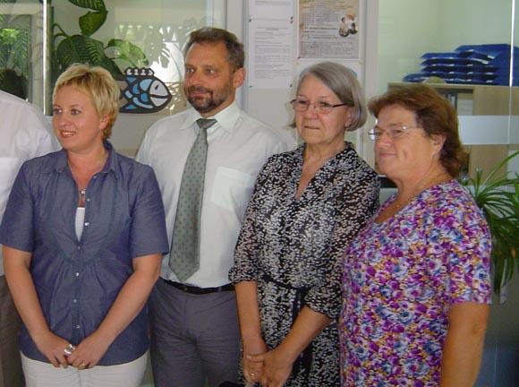 S. Kulpinos (pirma iš kairės) vadovaujama tarnyba per dieną išaiškino Šilutėje keturias šeimas, kurios galimai neteisėtai gauna socialinę paramą. (Oresto Lidžiaus nuotr.)