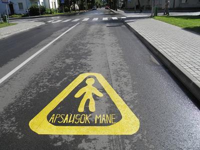 Šilutės mieste 5 perėjos bus paženklintos specialiais saugaus eismo akcijos ženklais. (silutesetazinios.lt archyvo nuotr.)