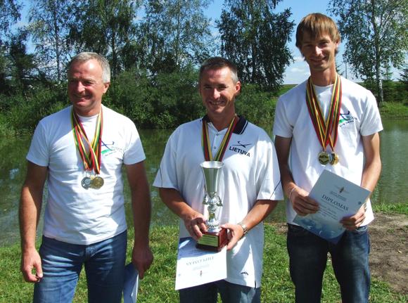 Iš kairės: K. Miliūnas (III vieta), V. Motūza (I vieta), K. Jurkštas (II vieta). (Lietuvos aeroklubo nuotr.)