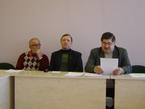 Etikos komisijos nariai (iš kairės) R. Jovaiša, A. Vanagas ir J. Sauspreškis leido V. Kainovaičiui pabėgti nuo tolesnio jo veiklos svarstymo komisijoje. (Oresto Lidžiaus nuotr.)