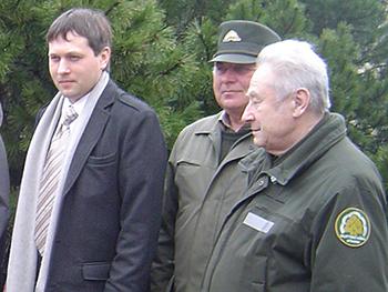 R. Lydis (pirmas iš kairės) su Šilutės miškininkais. (silutesetazinios.lt archyvo nuotr.)