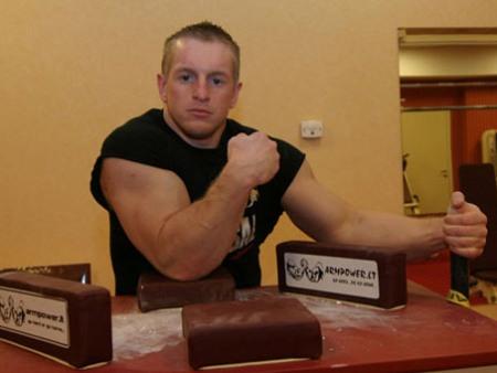 Mantas Ašmonas savo trofėjų kolekciją papildė dar dviem bronzos medaliais. (ve.lt nuotr.)
