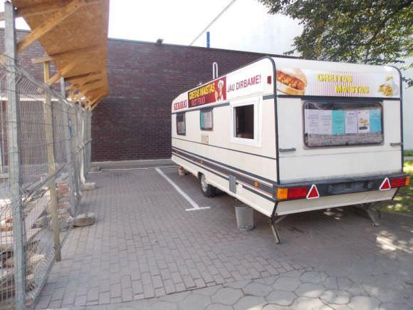 Į šią 'kebabinę' per mėnesį buvo įsibrauta net tris kartus. (Policijos nuotr.)