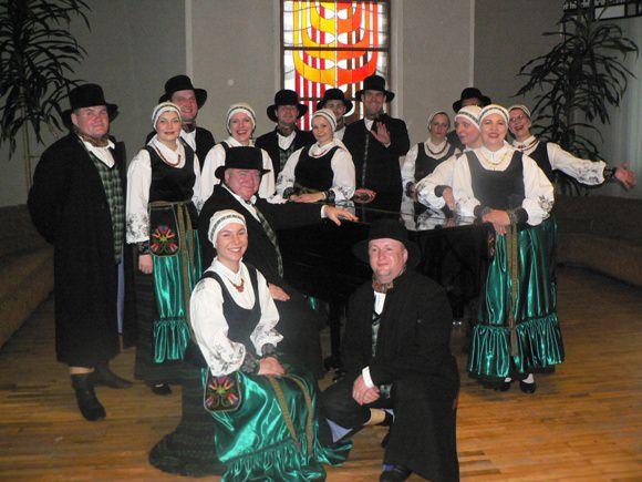Šokių kolektyvas 'Rusnietis'. (Salos etnokultūros ir informacijos centro nuotr.)