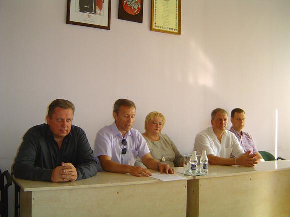 Kartu su A. Jaku (iš kairės) ir A. Geču spaudos konferencijoje dalyvavo I. Ambrulaitienė, E. Jovaiša ir R. Čaikys. (Oresto Lidžiaus nuotr.)