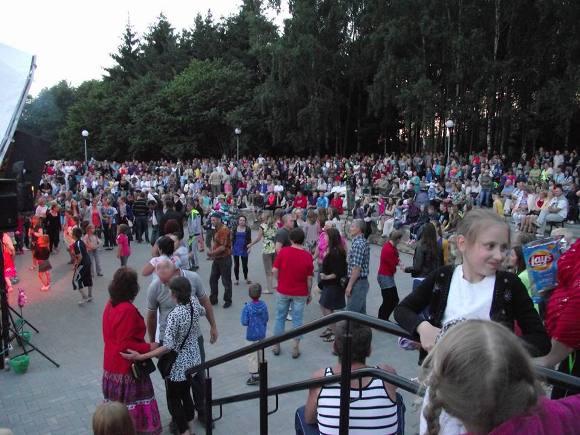 Juknaičių gyvenvietės-parko poilsio zonoje rengiamos bendruomenės šventės 'Visada Jauni'. (Juknaičių bendruomenės nuotr.)