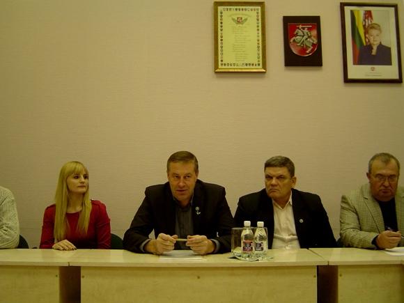 V. Pozingis (antras iš kairės) su savo komanda. (Oresto Lidžiaus nuotr.)