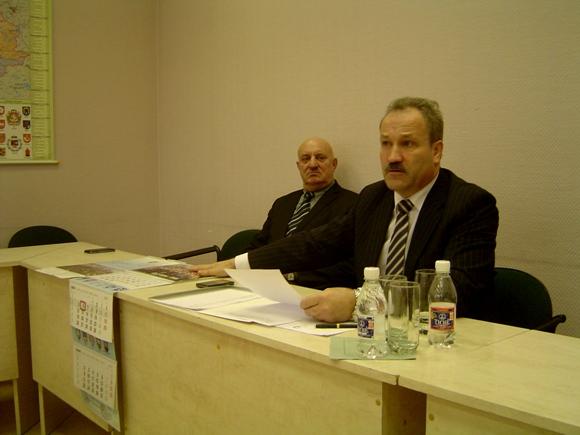 V. Laurinaitis (pirmame plane) nori išlaikyti dabartinę rajono valdančiąją koaliciją. Jo sėkmės mero rinkimuose atveju tam pritartų ir S. Šeputis. (silutesetazinios.lt archyvo nuotr.)