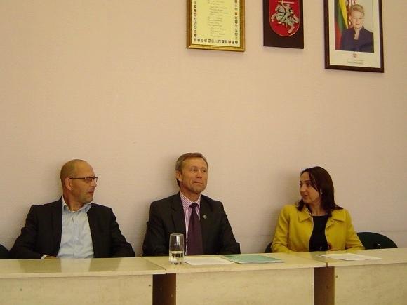 Etikos komisija 'tvarkiečius' įžeidusiame R. Ambrozaičio (iš kairės), A. Gečo ir S. Tamašauskienės kreipimesi etikos pažeidimo neįžvelgė. (silutesetazinios.lt archyvo nuotr.)
