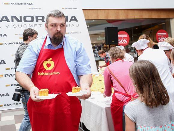 V. Ilgius ir kiti 'Maisto banko' vadovai uždirba po 1000 eurų per mėnesį. (Luko Balandžio, 15min.lt, nuotr.)