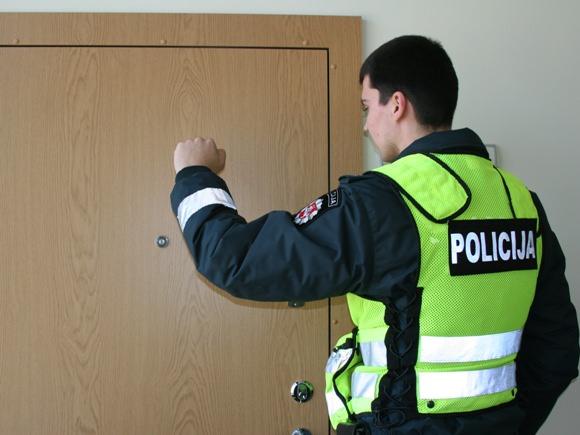 Plėšikų linksmybes nutraukė policija. (Policijos asociatyvi nuotr.)