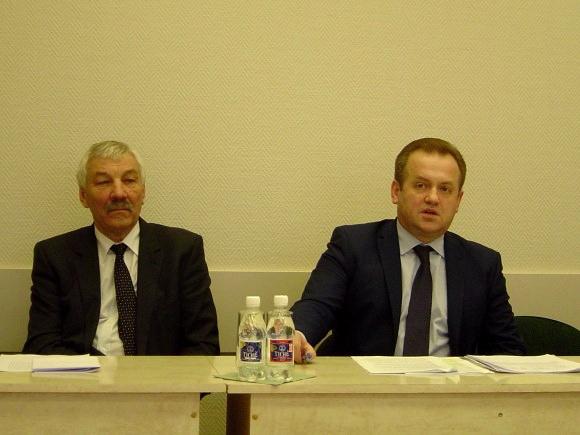A. Skardžius (dešinėje) - už alkoholio prieinamumo mažinimą ir valstybės monopolį svaigiųjų gėrimų prekyboje. (Oresto Lidžiaus nuotr.)
