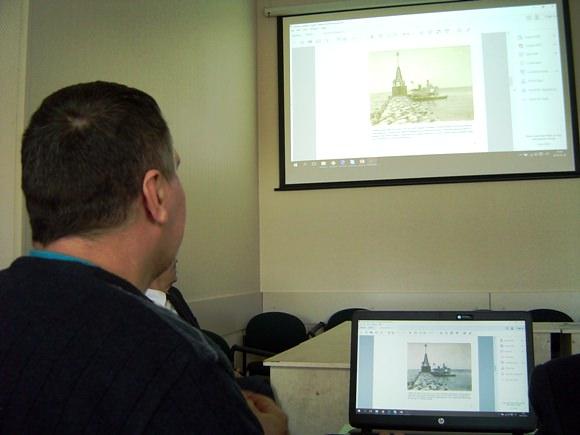 R. Plikšnys pristatė K. Demerecko parengtą medžiagą apie Atmatos žiočių molo ir švyturio istorinius-urbanistinius bei hidrologinius tyrimus. (Oresto Lidžiaus nuotr.)