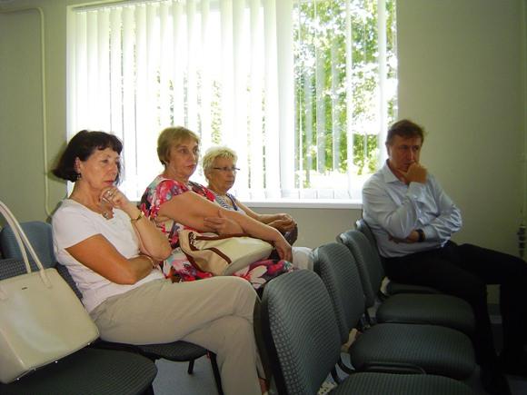 L. Biesevičienė, laikinai einanti Šilutės PSPC direktoriaus pareigas šeimos gydytoja (kairėje), sulaukė ir etikos sargų dėmesio. (www.silutesetazinios.lt archyvo nuotr.)