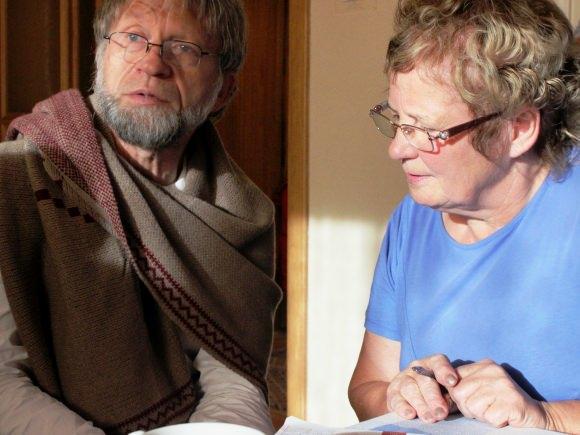 A. Mockus su Šilutėje gyvenančia pussesere K. Šveikauskiene. (Oresto Lidžiaus nuotr.)