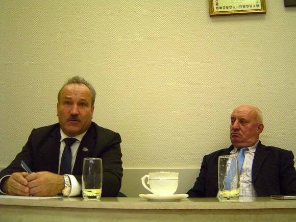 V. Laurinaitis (kairėje) ir S. Šeputis į A. S. Nausėdą jau žiūri kaip į Šilutės rajono savivaldybės lobistą Seime. (Oresto Lidžiaus nuotr.)