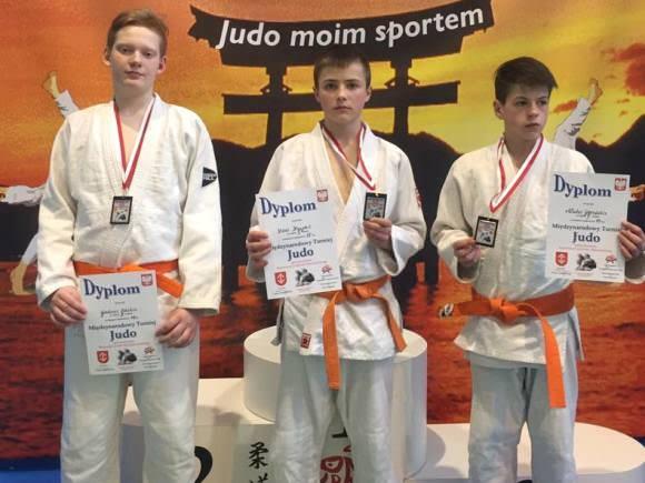 Tarptautiniame turnyre Lenkijoje šilutiškiai dziudoistai iškovojo tris sidabro medalius. (R. Lukošiaus nuotr.)