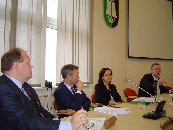 Tarybos opozicionieriai nepagailėjo kritikos rajono valdantiesiems. (Oresto Lidžiaus nuotr.)